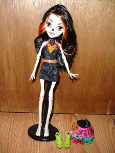 doyoulikethistoo wordpress com Skelita Calaveras Monster High review outfit pieces