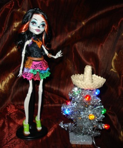 Feliz Navidad from doyoulikethistoo wordpress com Skelita Calaveras Monster High review