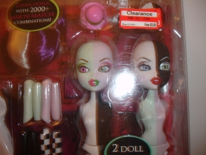 doyoulikethistoo wordpress com Bratzillaz Swith-A-Witch Wave 1 Black White Pink Green Package Faces Close-Up