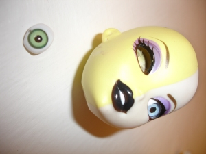 doyoulikethistoo wordpress com tutorial how to swap switch Bratzillaz glass eyes eye out