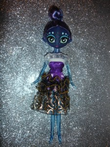 doyoulikethistoo wordpress com Fakie Stars Dolls dark blue